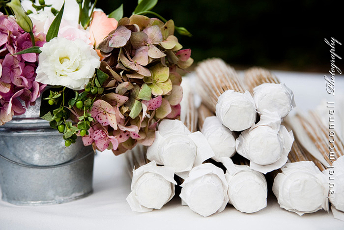 seattle wedding photographer Laurel McConnell captures wedding  parasols, hydrangeas, and roses