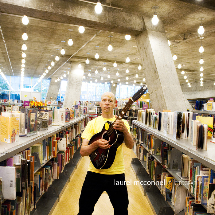 Caspar Babypants (Chris Ballew) in the children's section at the Seattle Central Public Library