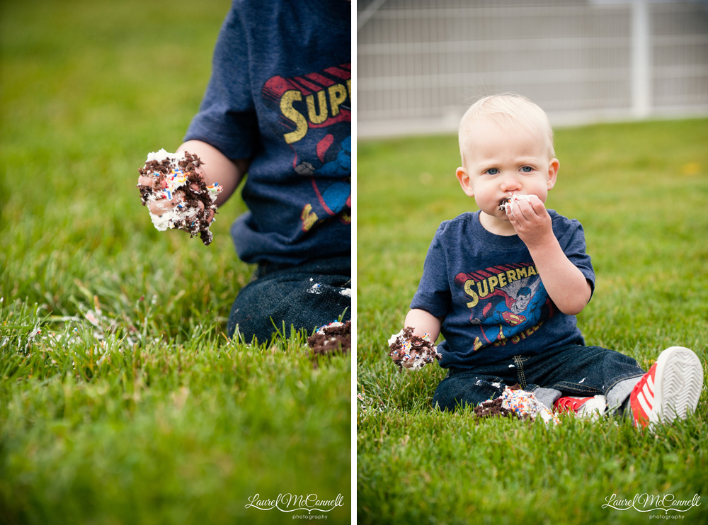 Cake smash at one year baby session by Laurel McConnell Photography.