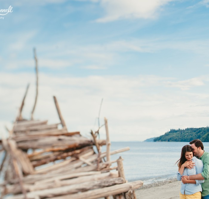 Photobombs, Beaches, and Hipster Huts: A Relaxed Engagement Session in the PNW