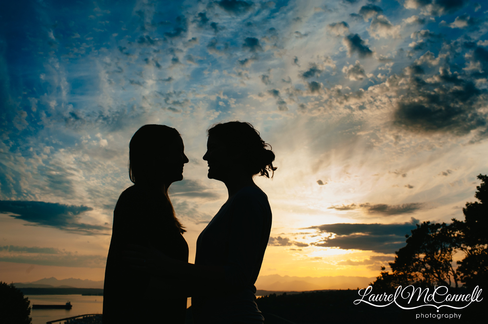 Sunset engagement photography in Seattle's Kerry Park.