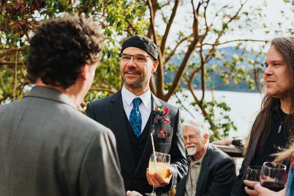 groom_talks_to_guests