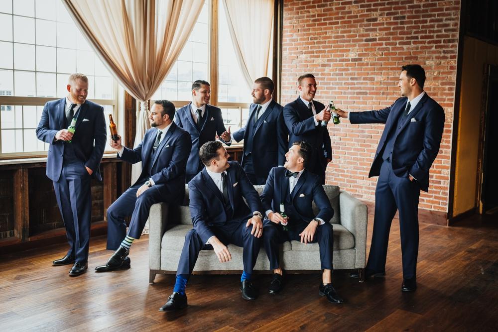 groom_with_groomsmen