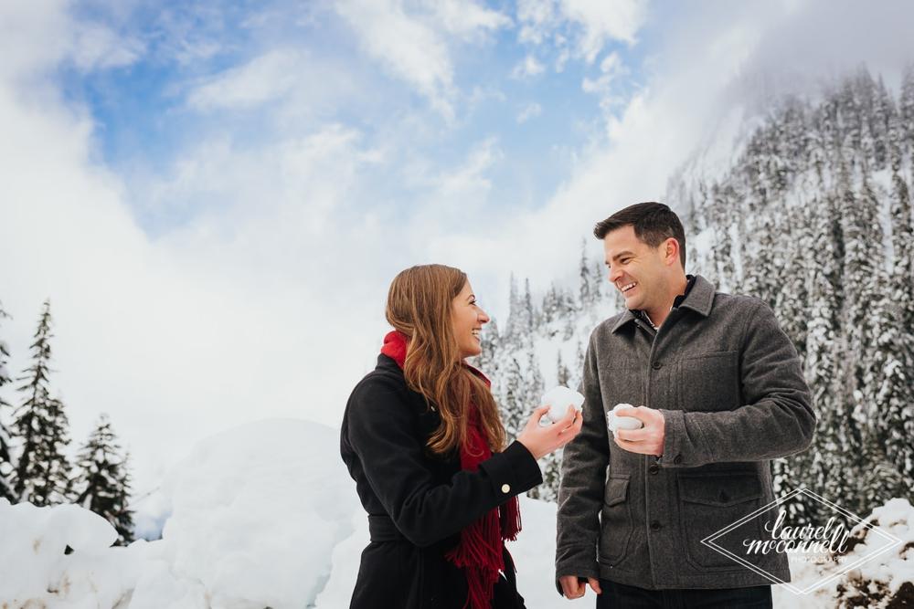 couple_throwing_snow_balls