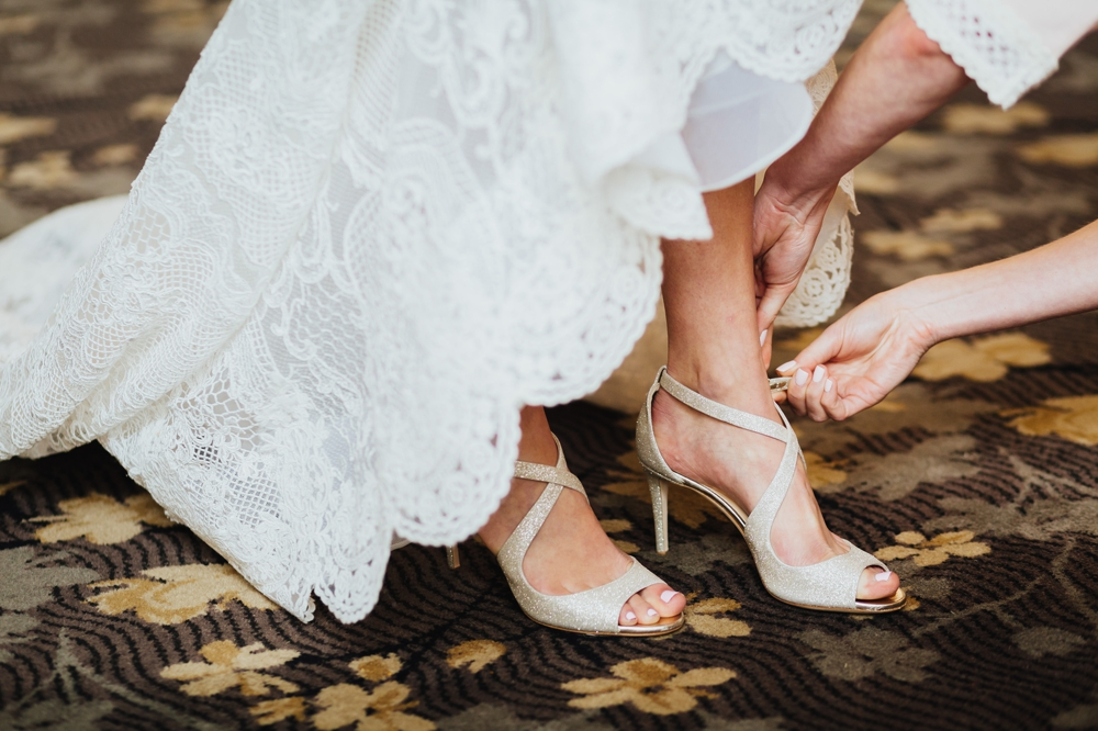 bride_putting_on_shoes