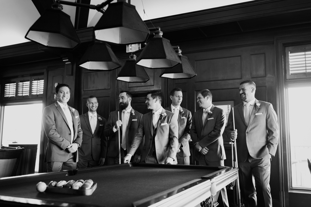 groomsmen_playing_pool