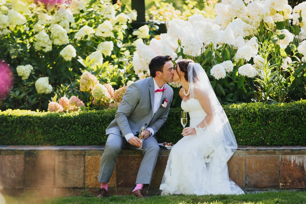 bride_groom_kiss