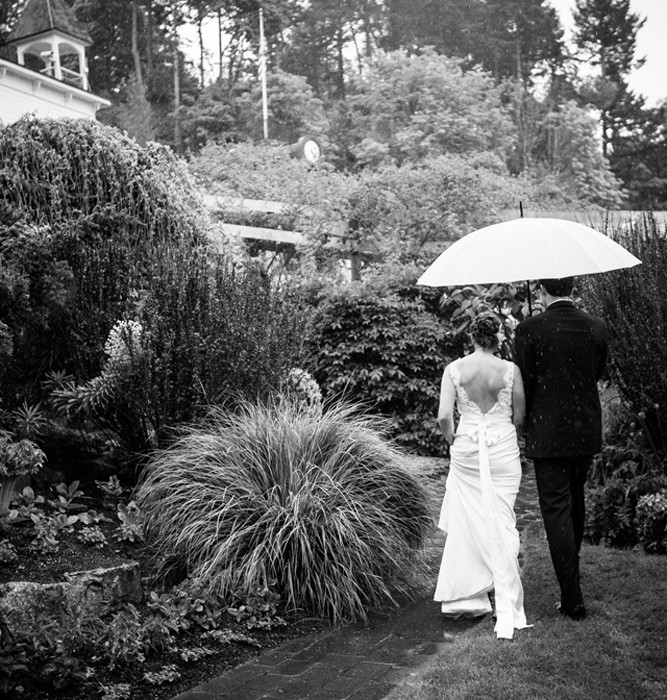 Rain Happens :: Seattle Wedding Photography